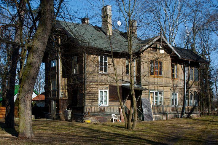 Willa_letniskowa_w_stylu_nadswidrzanskim_-_Warszawa_ul._Fletniowa_2.jpg (1971×1312)