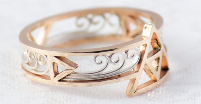 Triforce Ring Gold: A simple yet beautiful band featuring the Triforce from The Legend of Zelda made by Etsy shop TheRiceHatSamurai....