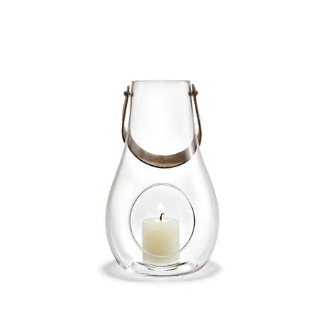 Design With Light Krukke. Køb den i Holmegaards Webshop. God Service og Hurtig Levering. God Gaveidé i Mundblæst Glas med læderhank. Fri Fragt og Retur.