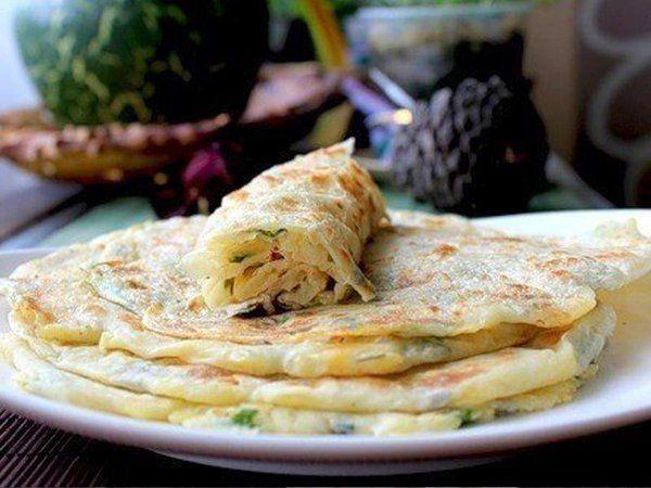 Это традиционный плоский индийский хлеб, который подают к различным гарнирам, мясным и молочным блюд