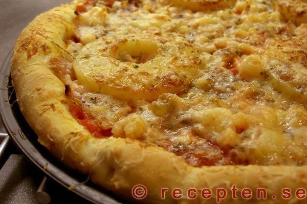 Baka din egen pizza med det här receptet på pizzadeg med jäst. Bilder steg för steg! Hawaii, skaldjur, kebab och vegetarisk.