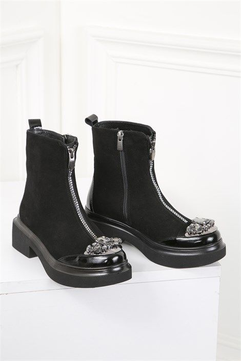 a9f2a527d92ed Pin by İlvi Bayan Ayakkabı on Bayan Bot Modelleri in 2019 | Siyah süet,  Parmak arası terlikler, Deri