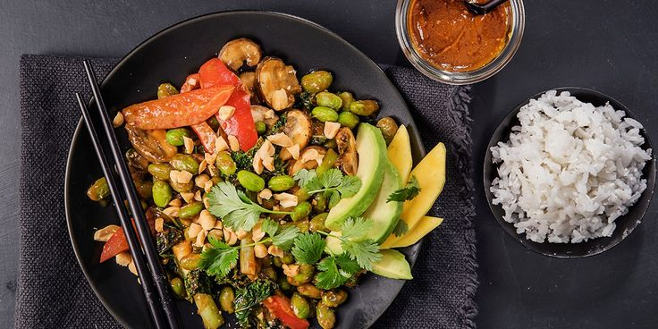 Asiatisk vegertarwok med hjemmelaget woksaus -