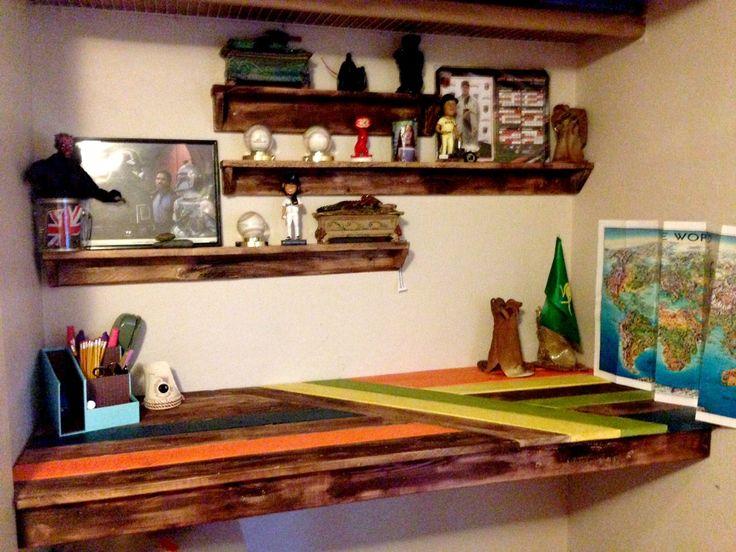 Closet Desk Conversion, Pallet Desk, Craft Closet Makeover,  Thesalvagebureau, Www.thesalvagebureau