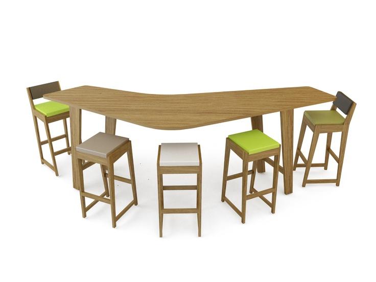 Quinze and Milan, mesa y taburete modelo Room26 realizado con estructura en madera de roble natural y asientos en espuma de poliuretano FoamQM. Mobiliario de diseño oficinas, hoteles, hogar, museos, bibliotecas y contract. (Espacio Aretha agente exclusivo para España).