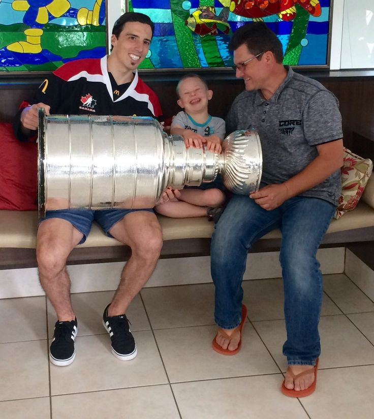 """Philip Pritchard on Twitter: """"Marc-André Fleury begins his day at the Ronald McDonald House (Montréal, QC) #stanleycup @penguins @NHL @HockeyHallFame https://t.co/QTDdvWpWc3"""""""