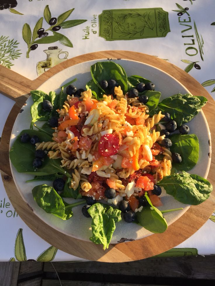 Fusilli with veggies from our own garden, with olives tomatoes paprika basil oliveoil spinach and homemade pesto mmmmm