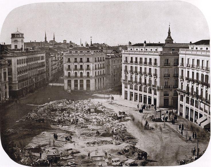 Puerta del Sol, a punto de terminar las obras de reforma. Febrero de 1862. A.Alonso Martínez. Colección Olmedilla (Madrid)
