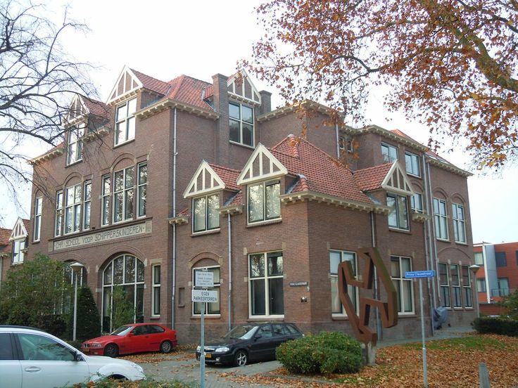 Prins Clausstraat 2-52 Vreeswijk Nieuwegein - vm school met schippersinternaat 'Prins Hendrik' uit 1915.