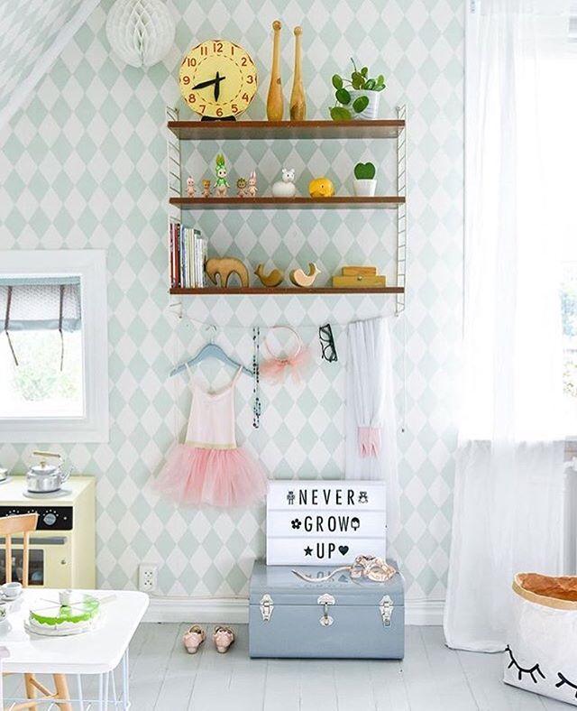 Harlequin-tapeten från @fermliving är en av våra designfavoriter! Du kan vinna inredning för 500 kr om du taggar din favorit med #familyliving10år! 🎈 #familylivingfint från @sullkullan 👏🏻