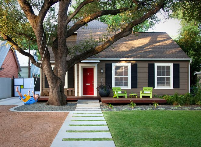 """[CasaGiardino]  ♡  Love the walkway...don't like the fact  that the """"modern porch"""" looks like a floating deck and is disassociated from the house...however, nice cleanup.  austin outdoor design"""