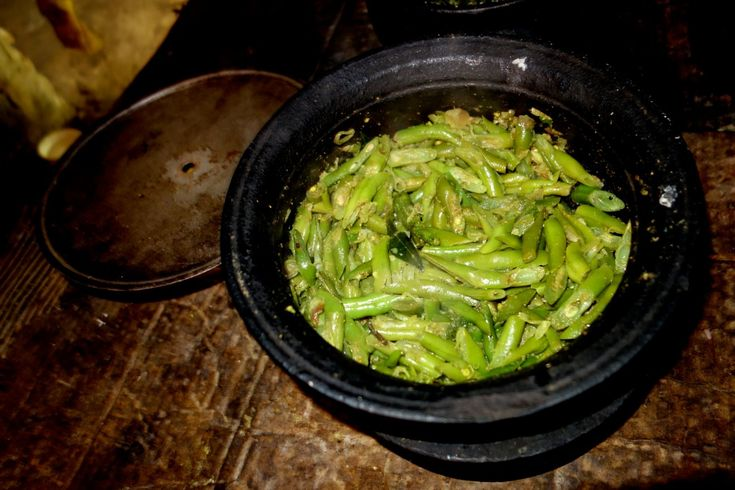 Green bean curry - authentic recipe from a Sri Lankan village (source: my personnal food and travel blog / vlog with recipes, authentic video recipes, street food, food and travel documentary, travel info and more. Welcome! :) )