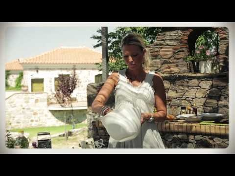 Victoria Riis lagar rödbetscarpaccio med fetaostcreme på Lesvos i Grekland.