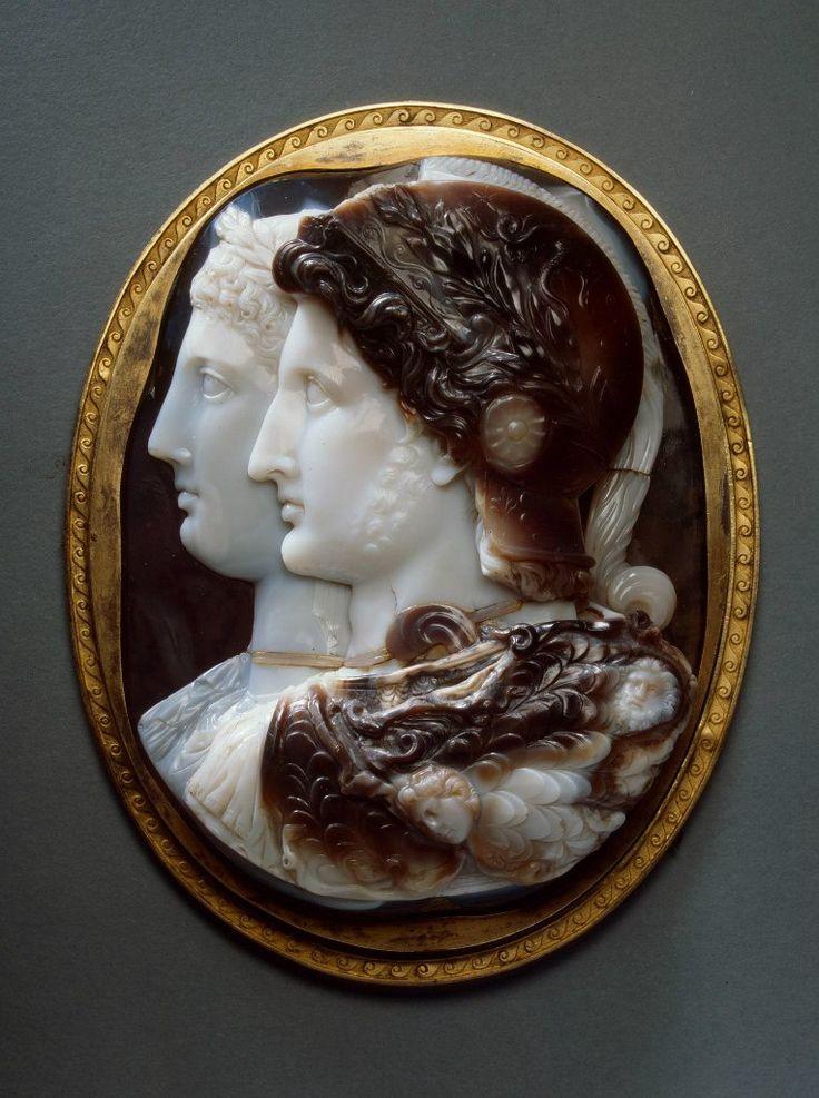 Портреты Птолемея II и Арсинои II (камея Гонзага)  Древний Египет, Александрия  III в. до н.э.  сардоникс, серебро, медь
