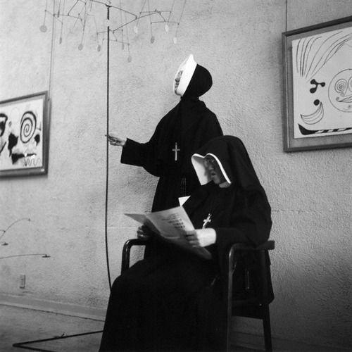 Imogen Cunningham - Nuns at a Calder Show, 1953