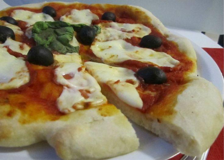 Una buona Pizza Napoletana fatta in casa può ora essere alla portata di tutti, un pò di impegno e pazienza e la vostra pizza è servita