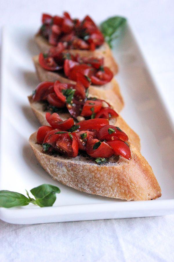 Simplemente un appetizer excepcional es esta Bruschetta de tomate cherry y albahaca.