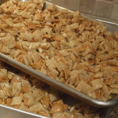 Combine Rice Chex and Golden Grahams, cashews in a large mixing bowl.