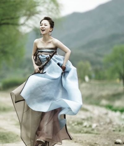 Traditional Korean Dress. If it were white, I would wear it for my wedding!