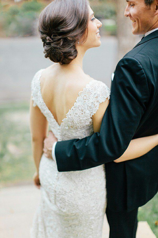 coiffure mariage cheveux mi-longs: chignon bas simple