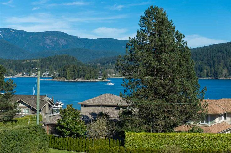Almost half an ACRE of PRIME REAL ESTATE located on EXCLUSIVE BEACHVIEW DRIVE. This 4000 SF luxury home fronts 2 of the most EXCLUSIVE streets in North Vancouver, BEACHVIEW DRIVE and LOWRY LANE and features SPECTACULAR OCEAN