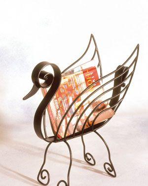 diarios y revistas en este adorno de hierro