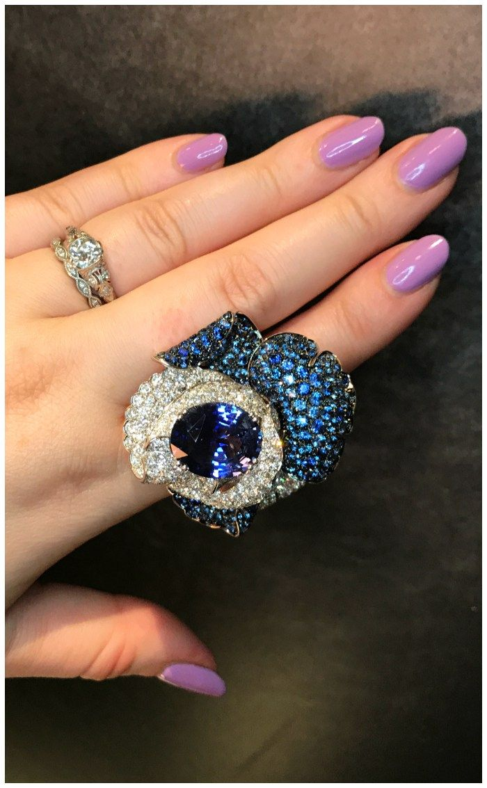 A magnificent sapphire flower ring by Picciotti! What a beautiful piece. Discovered at VicenzaOro.
