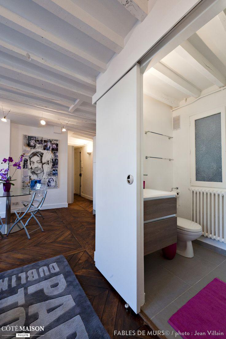 Une petite salle de bains optimis e avec porte coulissante - Porte coulissante salle de bain ikea ...