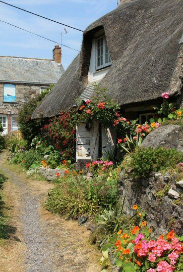 England Travel Inspiration - The Kiddleywink Cottage and Ship Cottage, Cadgwith