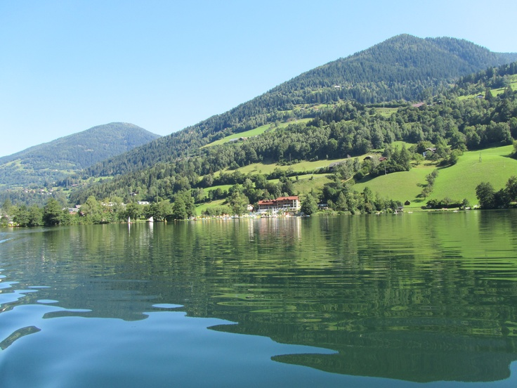 vom Boot aus fotografiert in Feld am See in Österreich