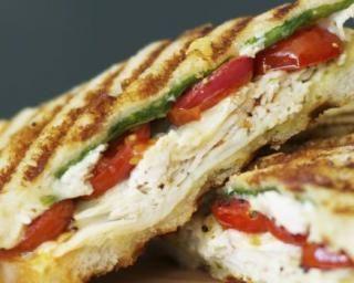 Panini minceur à l'italienne au poulet, mozzarella et pesto – #Recettehealthymi…