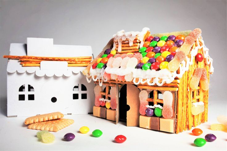 Here's a twist on a gingerbread house! Use a 15cm White Leolandia House Money Box. This great money box needs to be made before your child can decorate it and  this 5 piece cardboard construction set takes 10 min to assemble.. Age: 3+