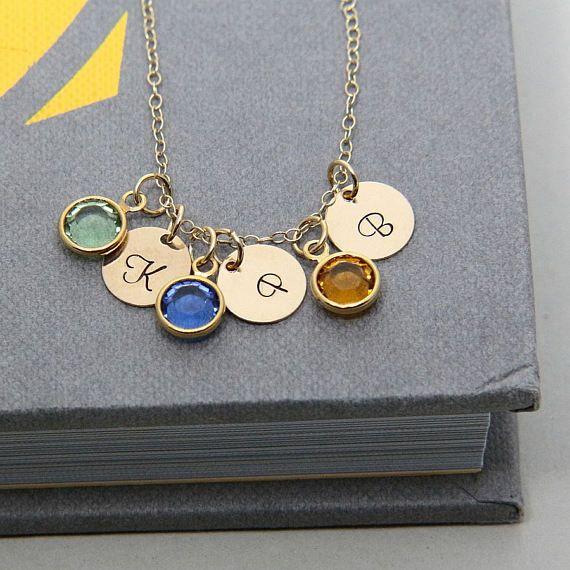 2,3,4 collar, collar inicial, oro collar, collar personalizado, collar de piedra natal, joyería personalizada, regalo del día de la madre  DESCRIPCIÓN Y DETALLES: Este collar personalizado inicial se hace con la mano con disco de oro 14K llena, un oro 14K cadena y encanto de piedra de Swarovski chapado oro. El disco de oro llenada es pequeño en tamaño y mide 9 mm de diámetro. La longitud del collar es a elegir entre; las longitudes disponibles son 16, 17, 18, 19 o 20 pulgadas. El encanto de…