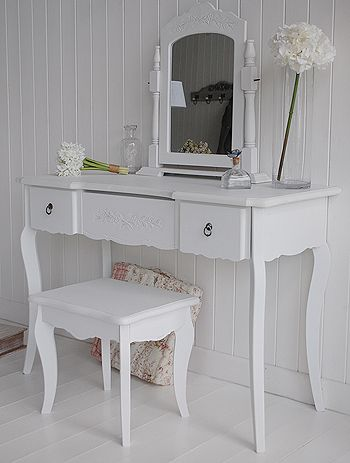 Large Daisy whitedressing able set with mirror and stool