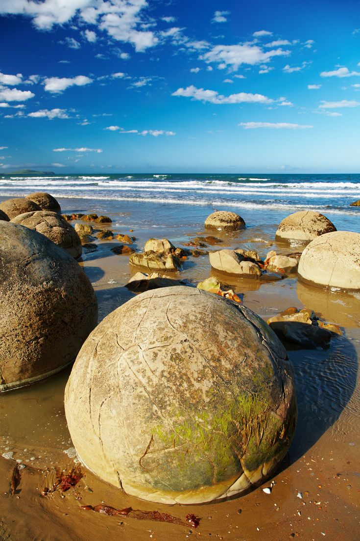 Moeraki Boulders in Otago. Lots of awesome free things to do in New Zealand here.