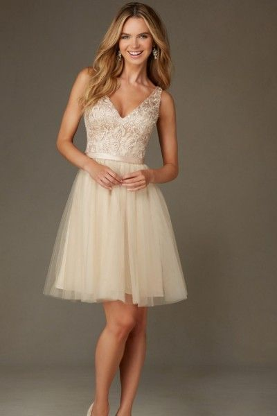 Modern Sleeveless Lace Tulle A-line V-neck Short/Mini Champagne Bridesmaid Dresses