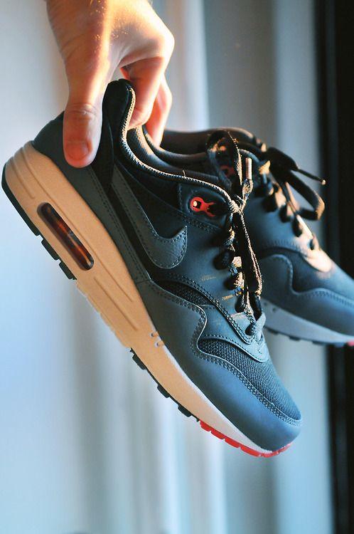 All Black :: Nike :: Sneakers #sneaks