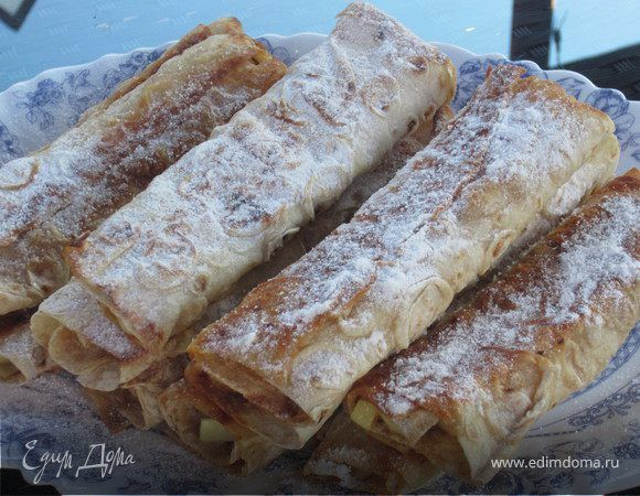 Для этого рецепта лучше всего использовать тонкий армянский лаваш. Готовые пирожки съедаются мгновенно, так же как и делаются.