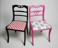 Image from http://media1.onsugar.com/files/2010/02/08/1/192/1922794/fabric/i/Reupholstered-Chair.jpg.