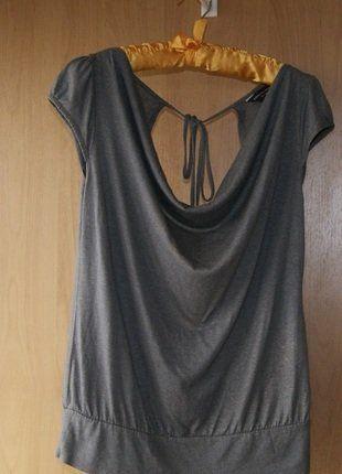 Kup mój przedmiot na #vintedpl http://www.vinted.pl/damska-odziez/bluzki-z-krotkimi-rekawami/15654548-bluzka-dekolt-plecy-szara-z-polyskiem-r-1038