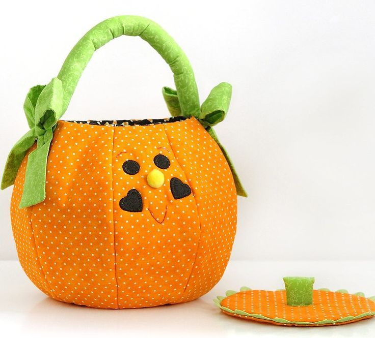 Its summer sewing time to make lots of pumpkin trick or treat bags!  #etsyshop #trickortreat #halloweenbag #pumpkin #handmadeisbetter #halloween #makersgonnamake #creativelifehappylife #sewing #makeitsewcial #trickortreatbag