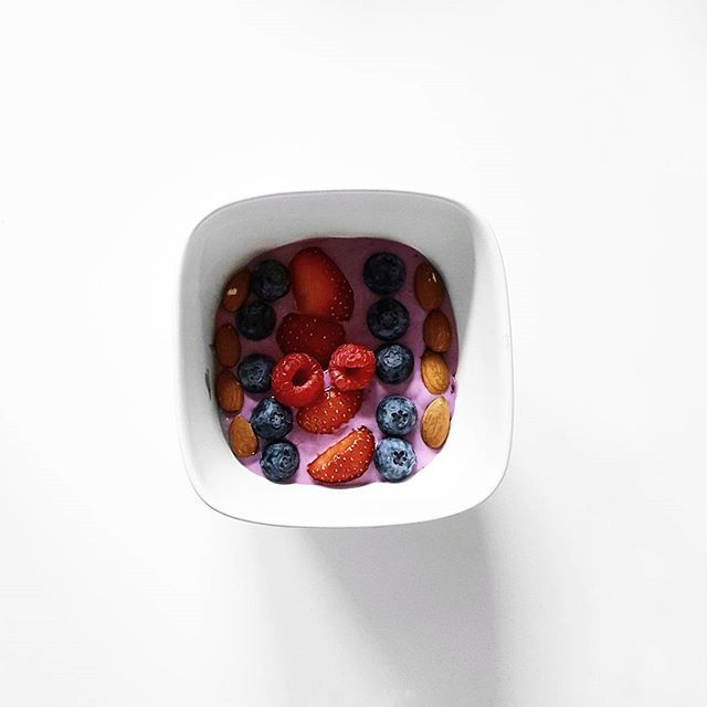 berry-breakfast    #breakfast #strawberry #rasberry #blueberry #almonds #veganyougurt #yougurt #oatmeal #healty #morning #vegan #whatveganseat #instadayly #instagood #pictureoftheday #feedspo