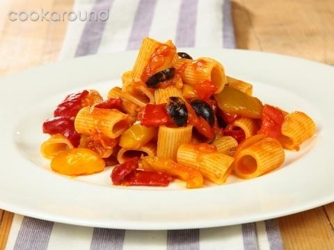 Mezzemaniche peperoni e olive: Ricette di Cookaround | Cookaround