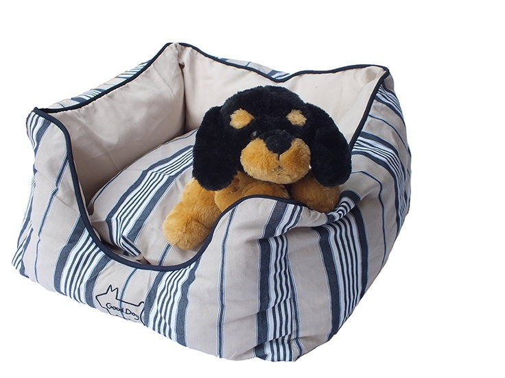 Lay back, relax & soak up with sea breeze & summer sun.  Vintage 'deckchair' stripe with navy piping.  Stuffed with oodles of fluff, Jack's Bed is like being hugged to sleep!