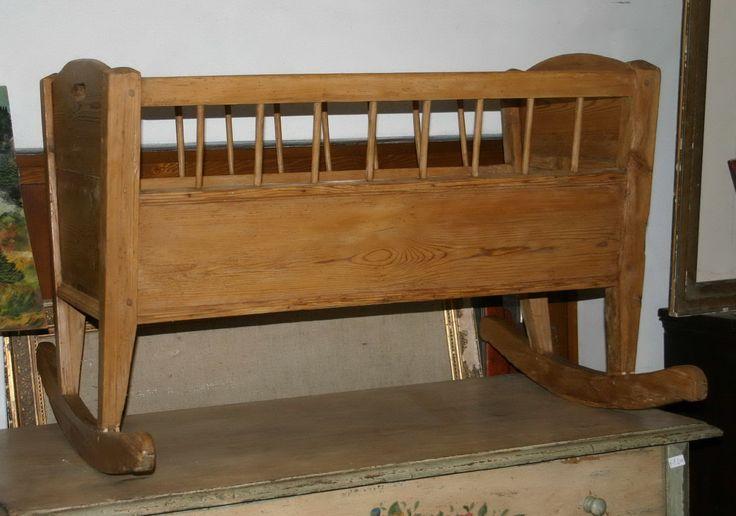 Credenze, armadi, dispense, tavoli e sedie in abete massello - Murace Piercarlo & C s.a.s. - Negozio di cose vecchie ed arredamento antico