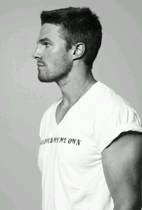 Actor Stephen Amell  <3 <3 <3 Yup, that's three of 'em!