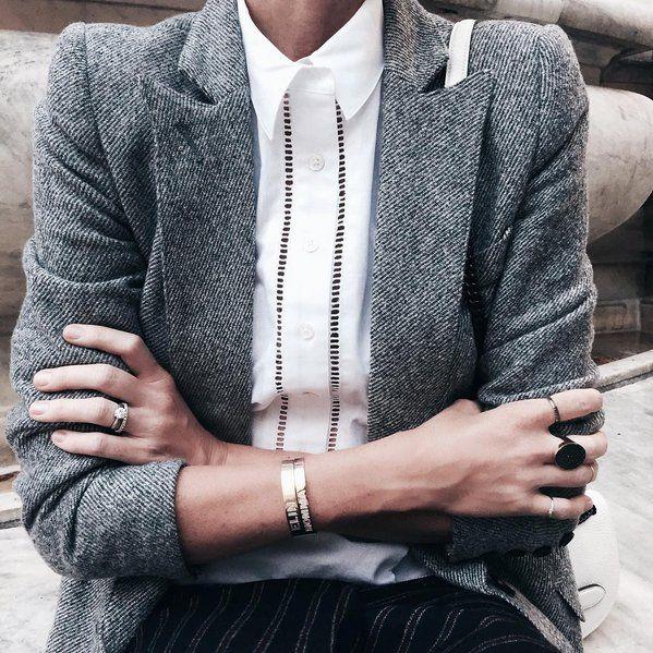 Pin for Later: 30 coole Schmuckstücke, die jedes Outfit zum Glänzen bringen Monogram-Armbänder von Jennifer Fisher