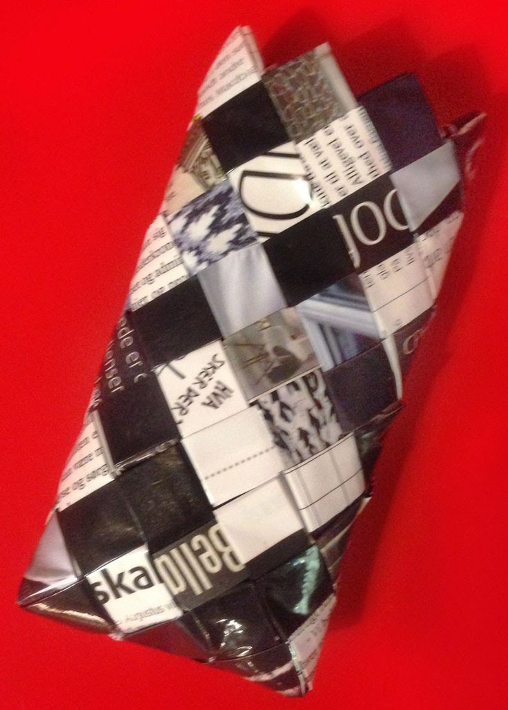 ReCyklisten phonesleeve telefon mobil tlf etui cover mobilcover sorthvid monocrome sort hvid fletter candywrapper diy gds gørdetselv papir genbrug recycle personligt unikt tilbehør accessories bestilling    http://recyklisten.blogspot.dk/2014/01/iphone5-sleeve.html