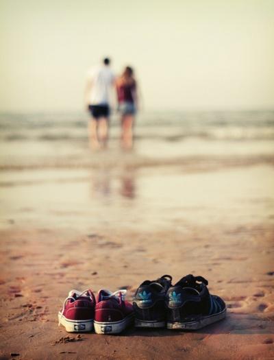 Color, angle, couple, sweet Tratar de encontrar a una persona para que te acompañe en la #vida, sin conocerte previamente, es como tratar de comprar un par de #zapatos sin saber cuál es tu número: http://blog.twinshoes.es/2014/01/28/pasos-a-seguir-cuando-te-planteas-una-nueva-relacion/