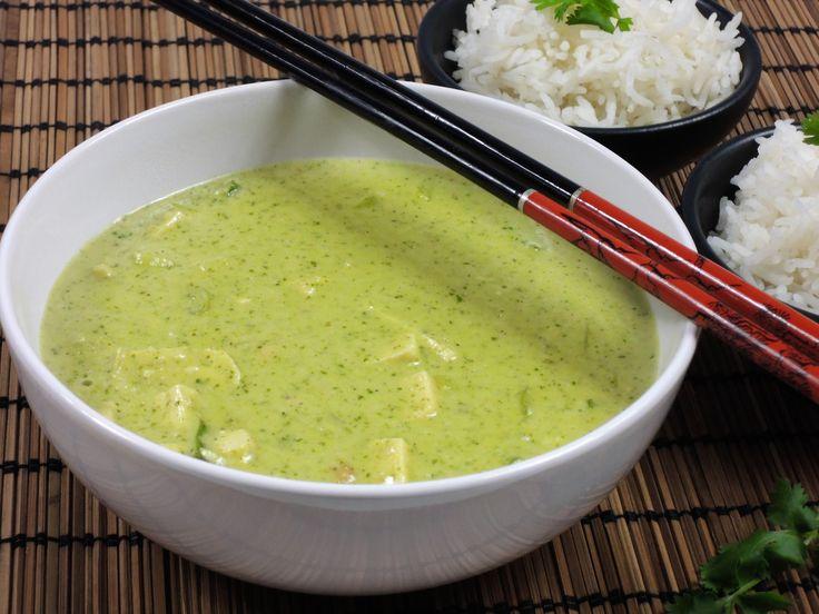 Výborné, mírně pikantní orientální jídlo s přírodním tofu, kokosovým mlékem, koriandrem a Tandoori curry pastou podáváme s rýží, např. basmati.